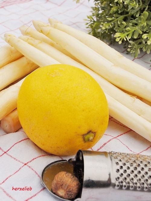 Spargel mit Zitrone und Muskat