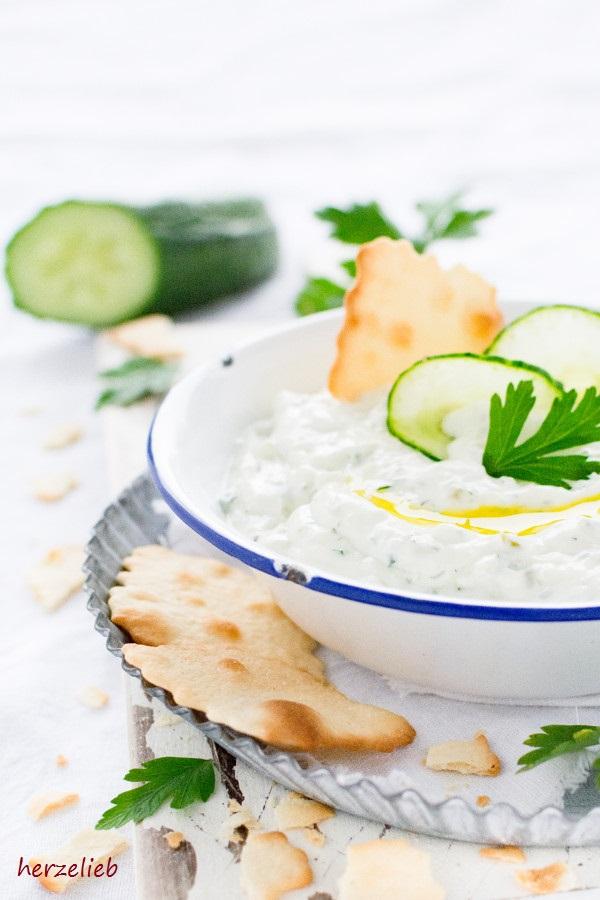Rezept für Tzatziki - griechischer Quark-Dip ganz einfach!