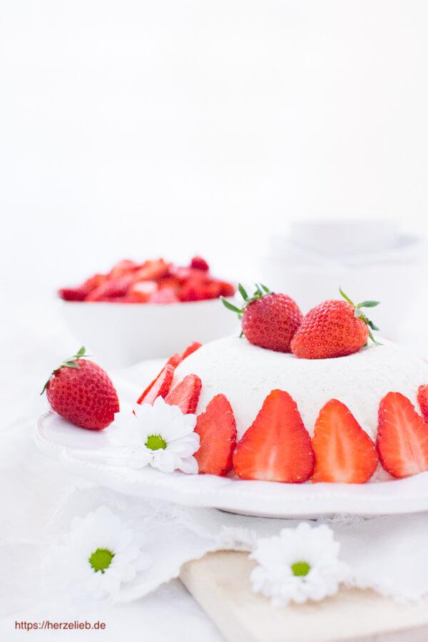 Joghurtbombe Rezept - geniales Dessert mit Erdbeeren!