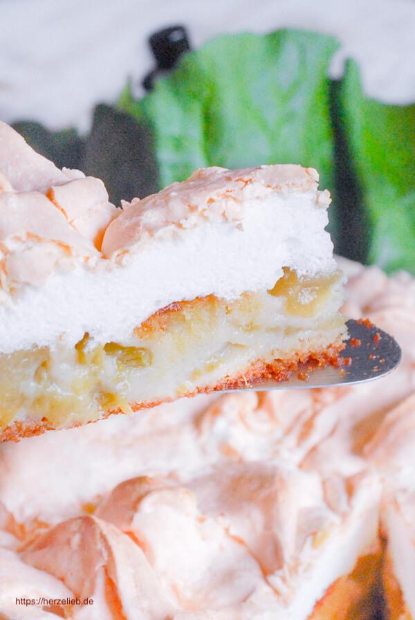 Rhabarberkuchen mit Baiser  Stück
