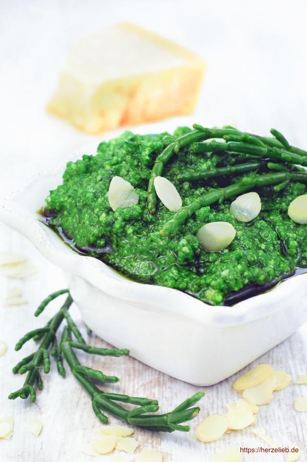Queller Pesto schmeckt zu vielen Gerichten. Das Rezept ist von herzelieb