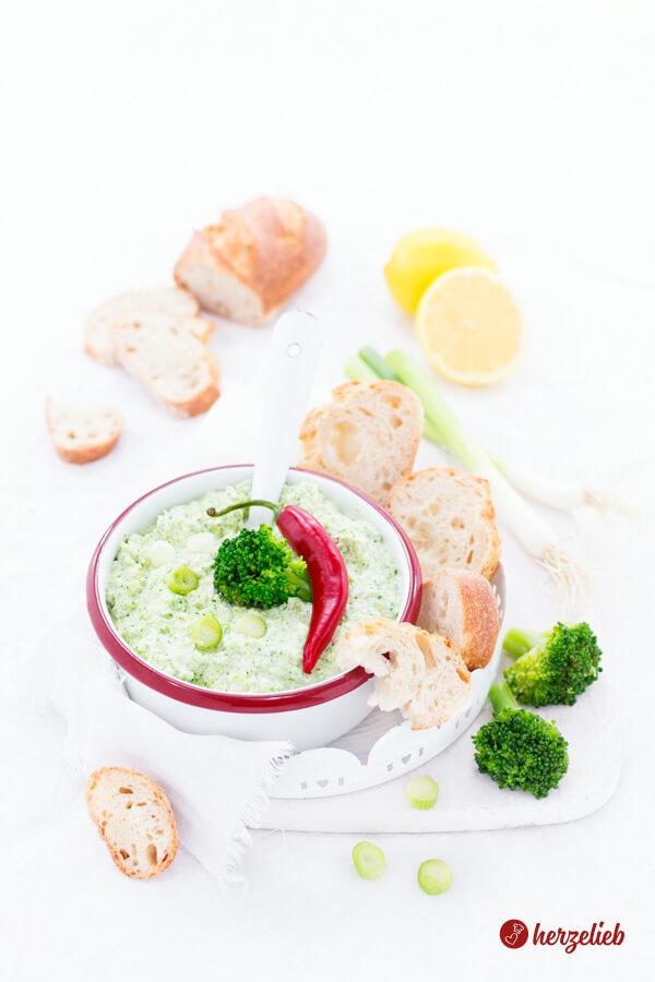 Brokkoli Dip Rezept - Broccomole aus Broccoli