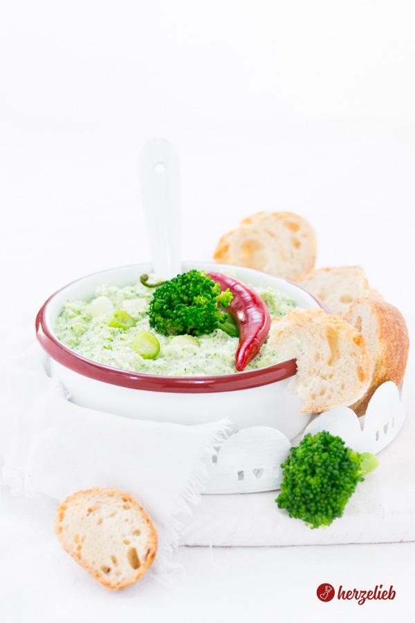 Broccomole Rezept – der schnelle Broccoli Dip