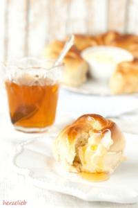 Frühstück mit Honig-Brotkranz
