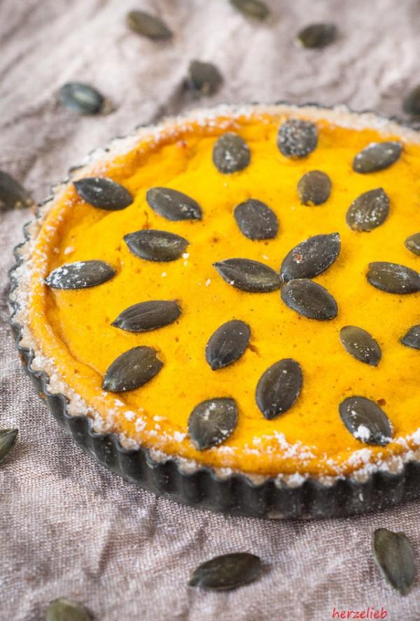 Kürbiskuchen, der warm oder kalt schmeckt. Rezept und Tipps