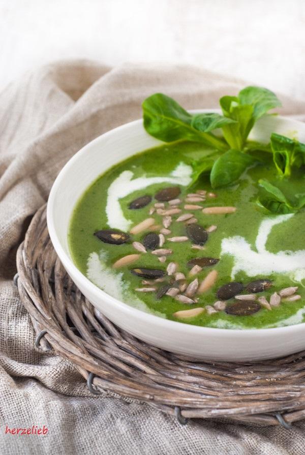 broccoli feldsalat suppe mit k se und n ssen herzelieb. Black Bedroom Furniture Sets. Home Design Ideas