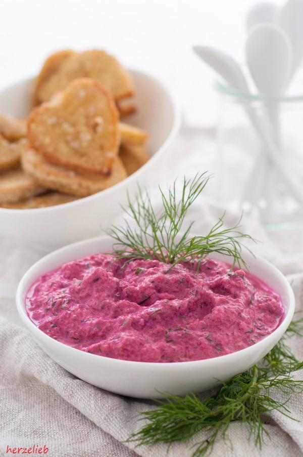 Unbedingt ausprobieren - dieses Rezept für rote Bete Tzatziki ist göttlich!