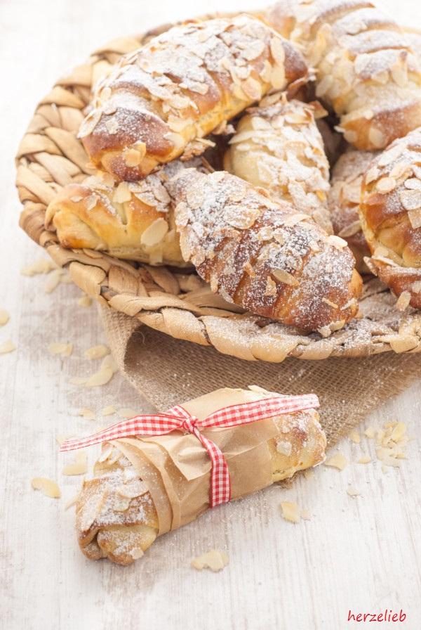 Buttermilch-Hörnchen mit Apfel-Grieß-Füllung – Kuchen Rezept