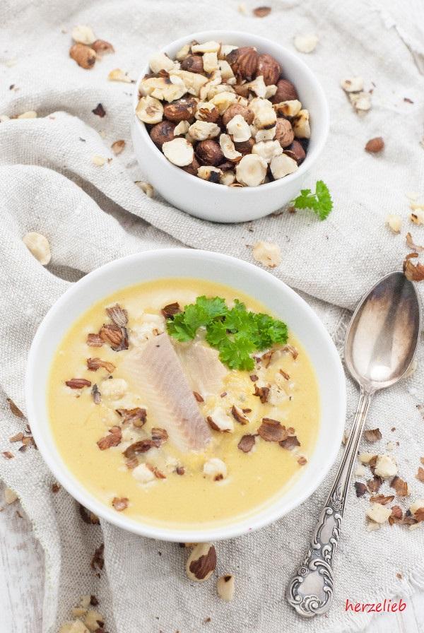 recipe parsnip soup // Rezept für Pastinakensuppe mit Birne, Forelle und Haselnuss