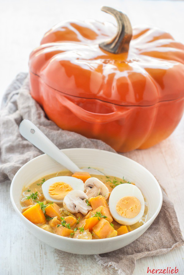 Kürbis-Curry mit Ei - Hausmannkost Rezept für den Herbst