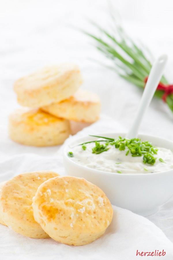 Kartoffelscones mit Schnittlauchdip