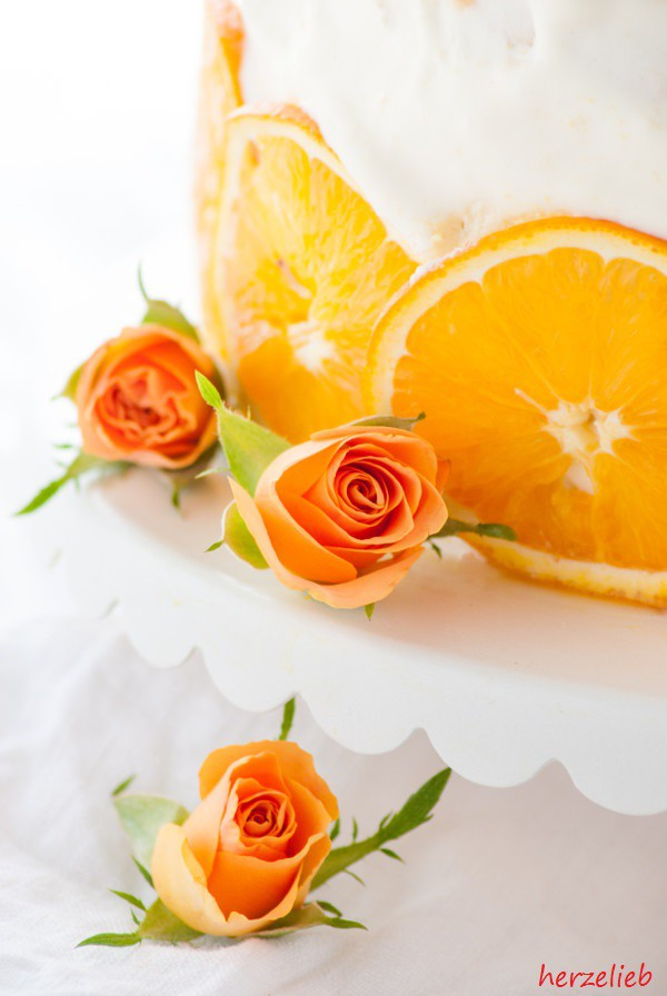 Orangentorte mit Rosen Dekoration