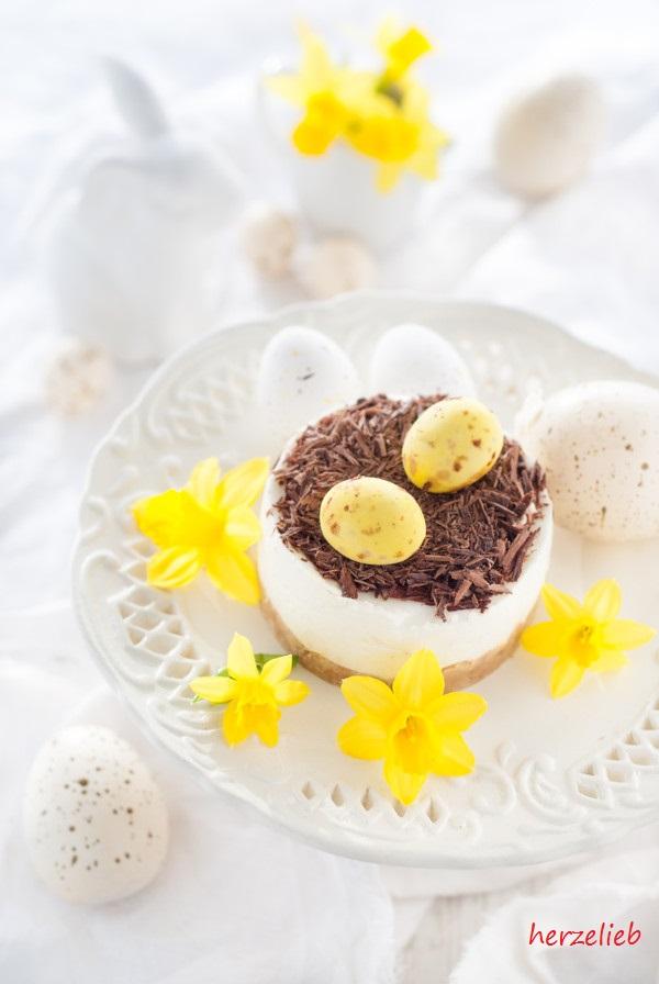 Oster-Törtchen mit Zitrone und kleinen Zuckereiern