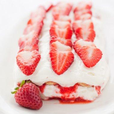 Probiert dieses herrliche fruchtige Erdbeer-Tiramisu.