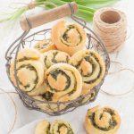Diese Bärlauch-Schnecken mit Parmesan sind auch fürs Buffet wunderbar geeignet!