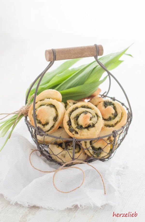 Backt doch einfach mal Bärlauch-Schnecken mit Parmesan - es geht ganz einfach!