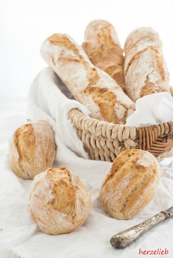 Ein Rezept für ein fluffiges Baguette oder 6 herrlich krosche Broetchen