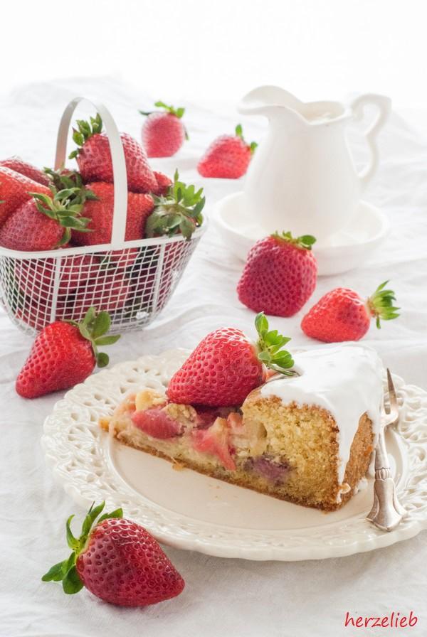 Einfacher Rhabarber-Erdbeerkuchen - ein tolles Rezept