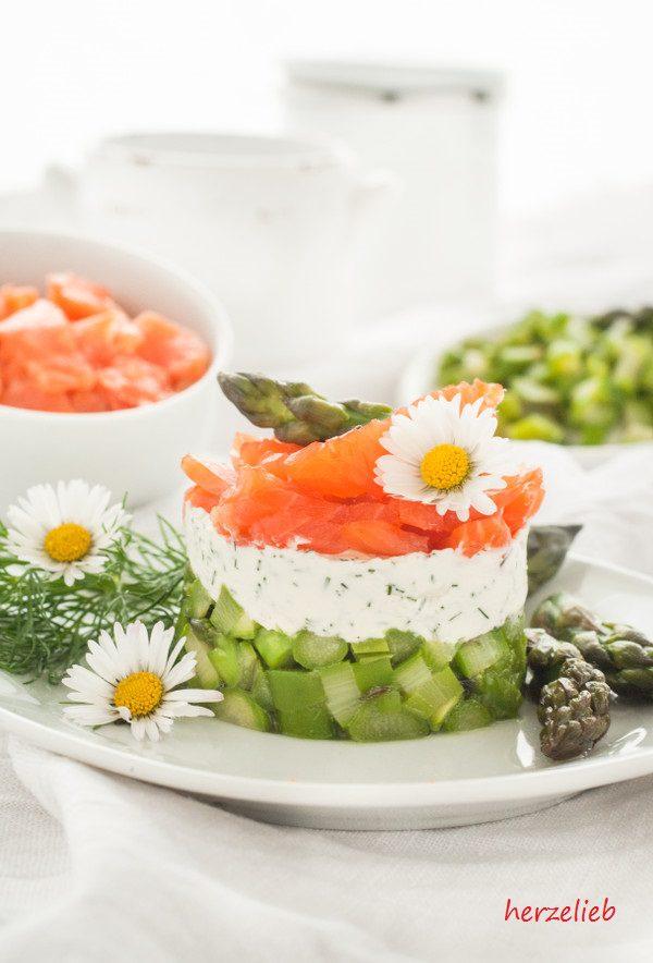 Spargel-Salat mit Forelle und Dill auf einem Teller! - geschichtet