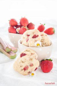 Es lohnt sich, diese Rhabarber-Erdbeer-Kekse zu backen