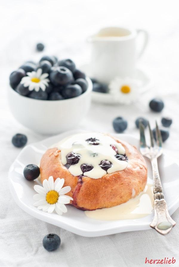 Blaubeer-Marzipan-Brötchen – Fikabröd aus Schweden