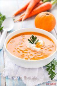 Herrlich frischen Karottensuppe mit Ingwer, Orange und Honig