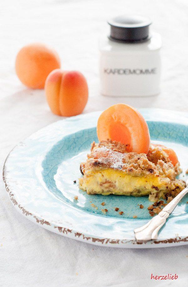 Bei diesem Aprikosenkuchen ist die Vanillecreme eingebacken