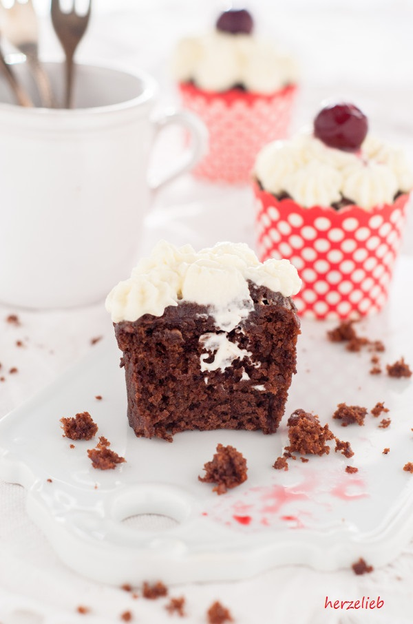 Schwarzwälder Kirsch Cupcakes Und Warum Essen Verbindet Herzelieb
