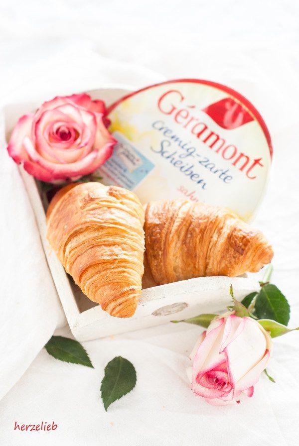 Selbstgebackene, französische  Croissants - für ein Picknick ideal!