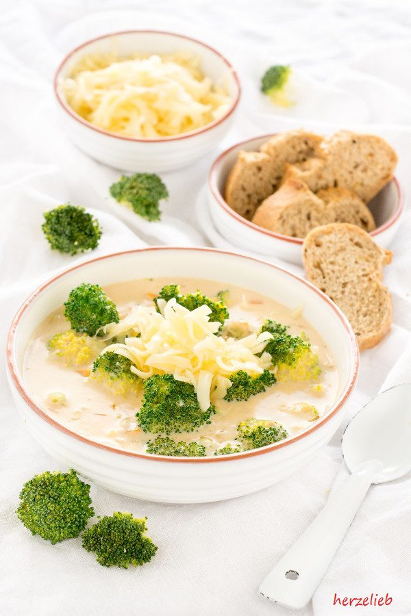 Cheese Soup with Broccoli Recipe // Käsesuppe mit Broccoli Rezept // copyright by herzelieb.