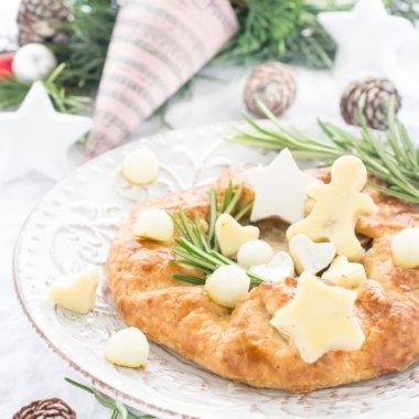 Leckeres Rezept für eine Adventsvorspeise - die Galette mit Zwiebeln, Birne und Weichkäse. Dieses Rezept enthält Werbung für Gèramont®