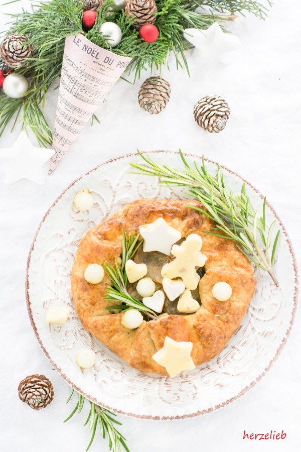Nicht nur Augenschmaus, sondern auch Soulfood - die Galette mit Zwiebeln, Rosmarin, Birne und Weichkäse