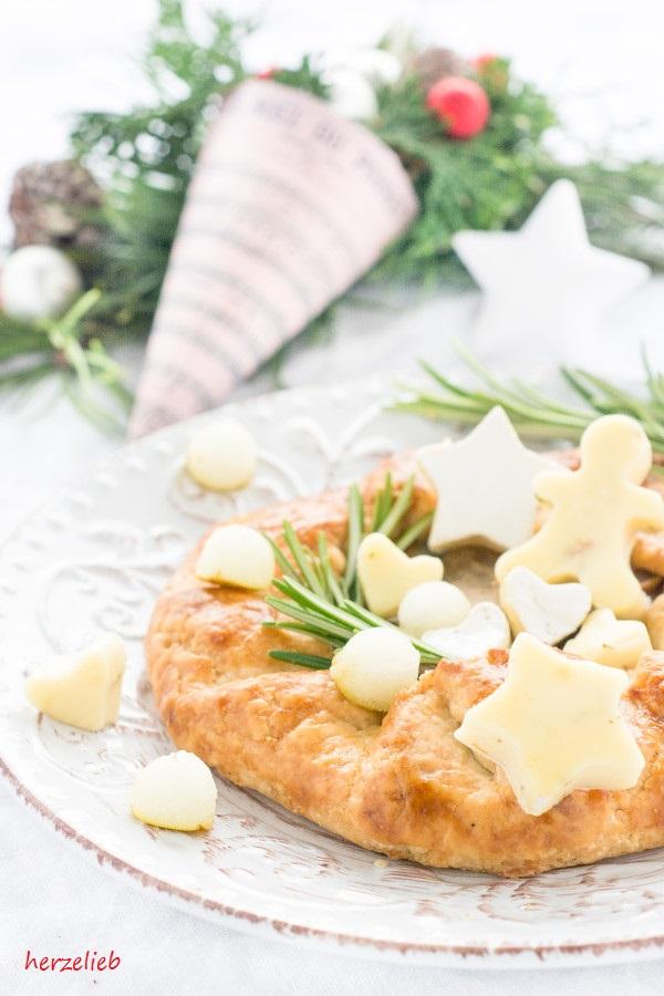 Eine tolle Vorspeise - die Galette mit Zwiebeln, Rosmarin, Birne und Weichkäse