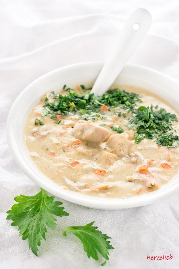 Creamy Chicken Soup Recipe // Cremige Hühnersuppe Rezept - Mit frischen Kräutern noch besser!