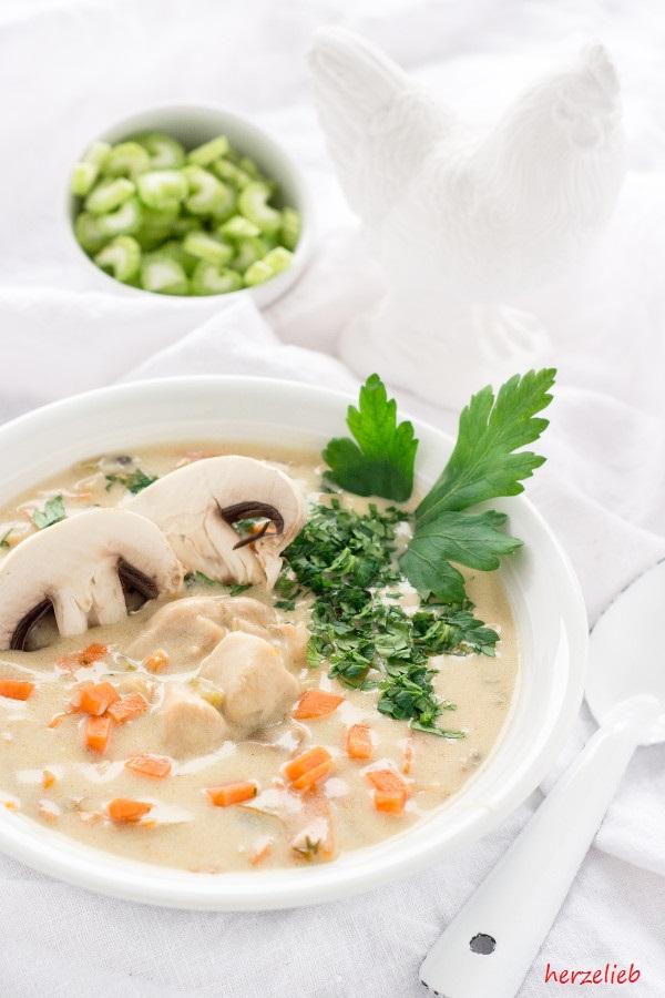 Creamy Chicken Soup Recipe // Cremige Hühnersuppe Rezept - schnell gemacht und unheimlich lecker!