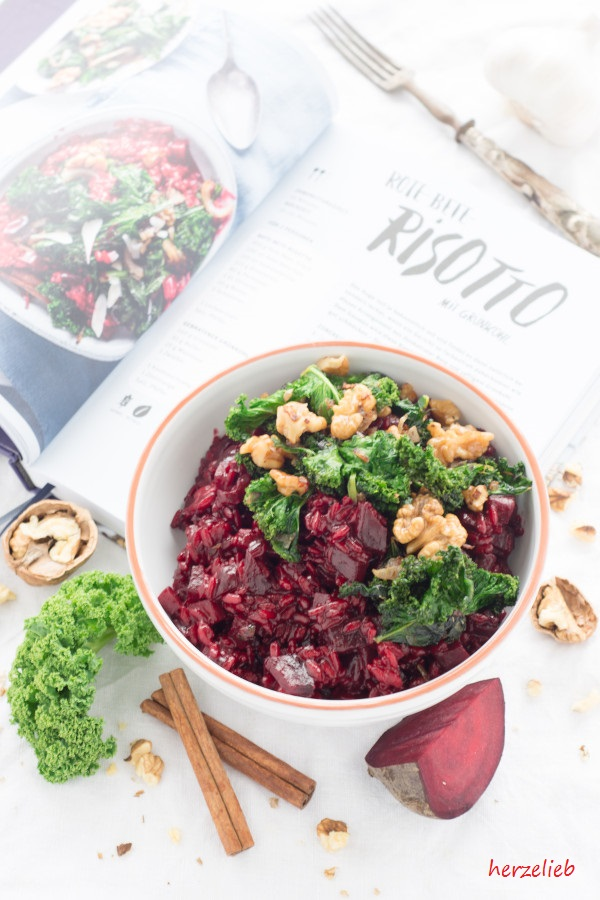 Beet Risotto with Kale and Nuts - Rote Bete Risotto Rezept mit Grünkohl und Nüssen