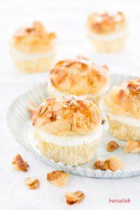 Bienenstich-Muffins mit zarter Honig-Mandelkruste