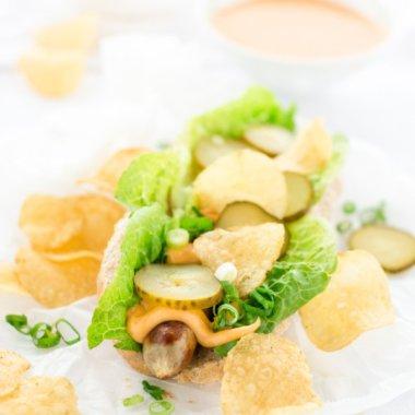 Wintergrillen - Rezept für Hot Dogs mit Käsesoße und Chips - auch für Nachos