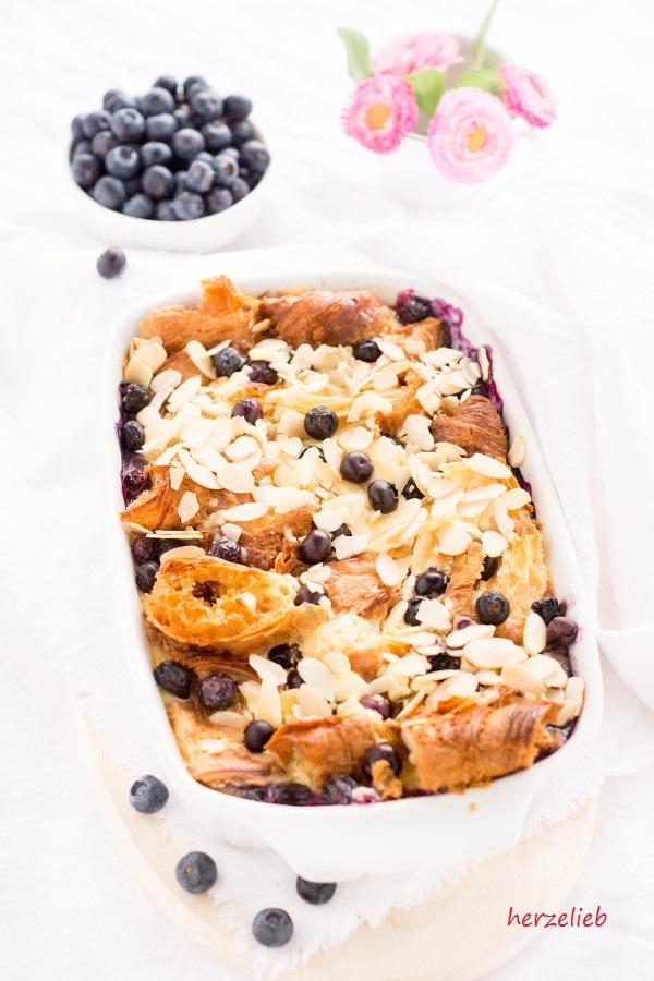 Ein leckerer Croissantauflauf zum Frühstück - Rezept von herzelieb