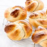 Leckere Brötchen - Guldstycken mit Kondensmilch. Rezept von herzelieb