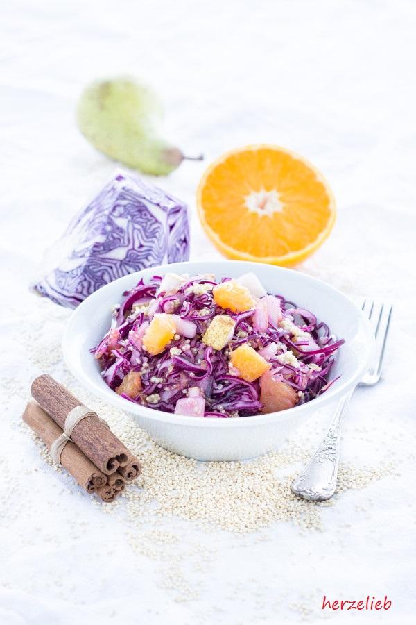 Quinoa-Rotkohl-Salat mit Birne und Orangen