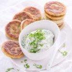 Mit diesem Rezept für Bärlauch-Pfannkuchen mit Bärlauch-Dip von herzelieb macht man Bärlauch-Liebhaber glücklich!
