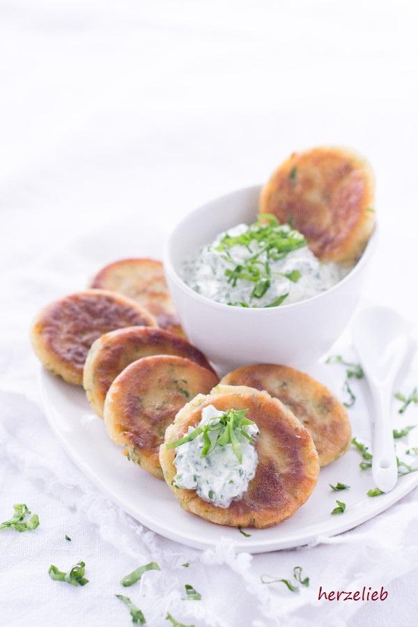 Leckere Bärlauch-Pfannkuchen mit Bärlauch-Dip