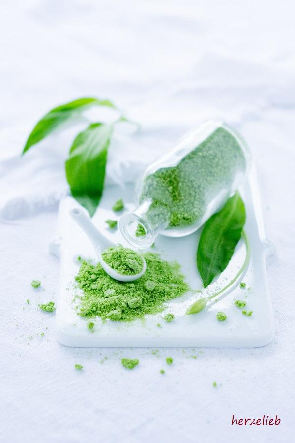 Die grüne Farbe ist einfach göttlich! Bärlauch-Salz für die Kategorie Bärlauch Rezepte