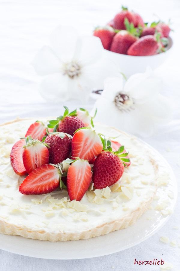 Food - Rezept Erdbeeren - leckere Marscarpone-'Tarte mit weißer Schokolade und Erdbeeren von herzelieb