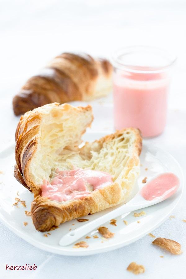 Leckerer Rhababer als Füllung für Torten oder aufs Brot - Rezept von herzelieb