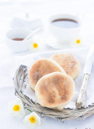 Leckere Toasties oder English Muffins! Einfach und leicht zu backen nach diesem Rezept von herzelieb.