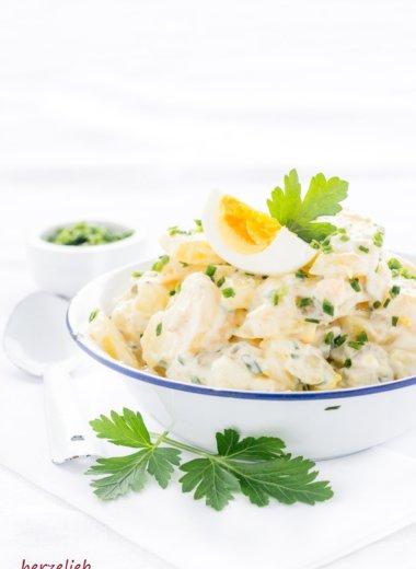 Wie von Mutti oder Oma schmeckt dieser Kartoffelsalat. Rezept von herzelieb