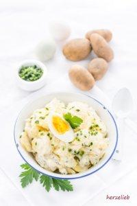 Kartoffelsalat mit Mayonnaise aus Norddeutschland. Rezept wie von Oma!