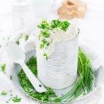 Rezept für einen leckeren Schnittlauch Dip mit Senf von herzelieb- passt gut zu Fisch, zu Brot und zu Kartoffeln.